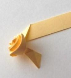 Как сделать розу из гофрированной и цветной бумаги салфеток листьев лент своими руками