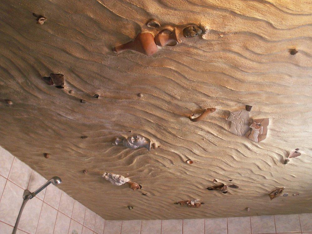 Дизайн потолка в ванную комнату
