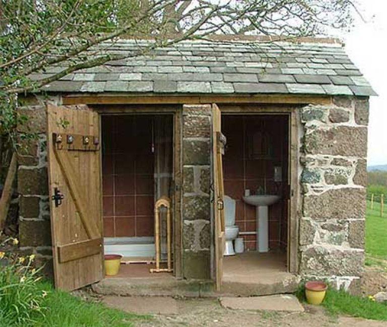 Туалет своими руками в частном доме во дворе