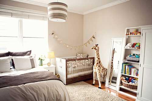 детский уголок в спальне родителей