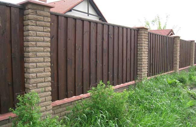 Комбинированныя ограда из кирпича и дерева