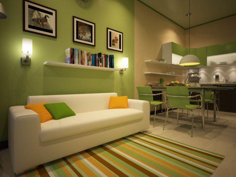 прямой диван в квартире студии