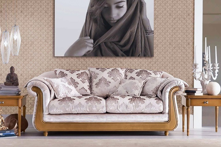 диван обит жакардом