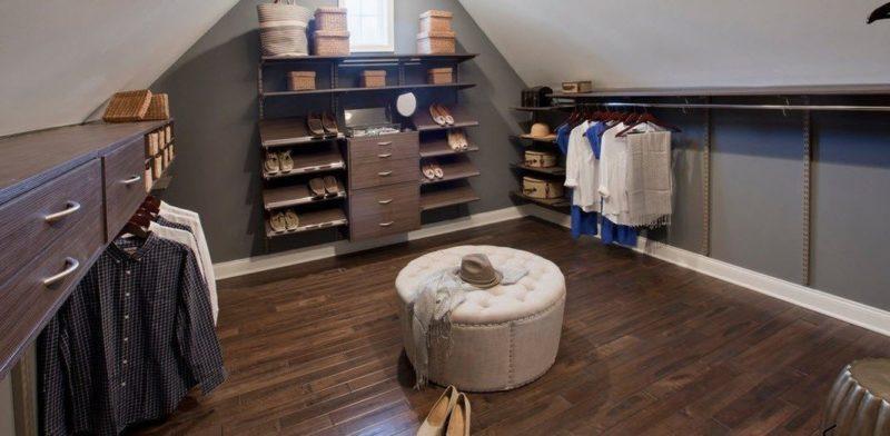 обустройства комнаты на чердаке гардеробная