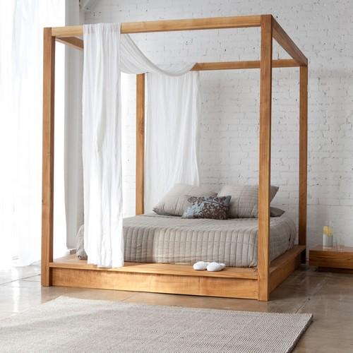 Кровать с болдахином