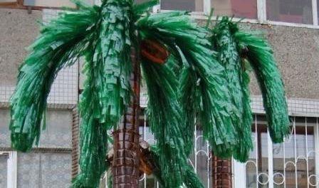 листья пальмы из бутылок