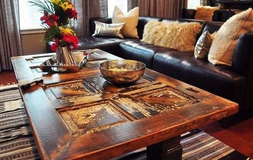 журнальный столик из старых дверей