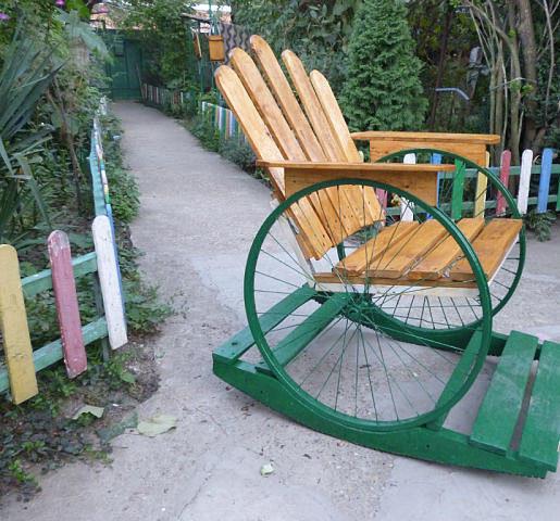 Скамейка для дачи из старого велосипеда