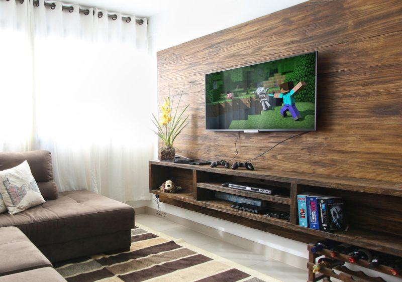 Телевизор против проектора: что лучше для организации домашнего кинотеатра и игр в приставку, поддерживающую разрешение 4K